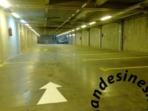 06112015006 1 300x225 خط کشی پارکینگ های بزرگ و کوچک بصورت تخصصی