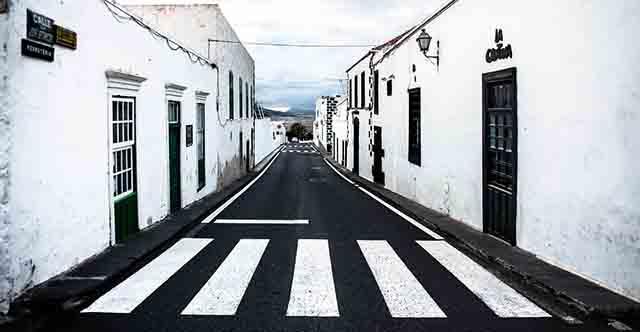 calle jose betancort 201343 960 720 - خط کشی سفید عابر پیاده خط قرمز قانون است
