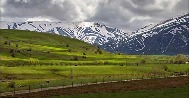 img11112760 - خط کشی بالغ بر ۱۰۰۰ کیلومتر ازمحورهای مواصلاتی استان مرکزی