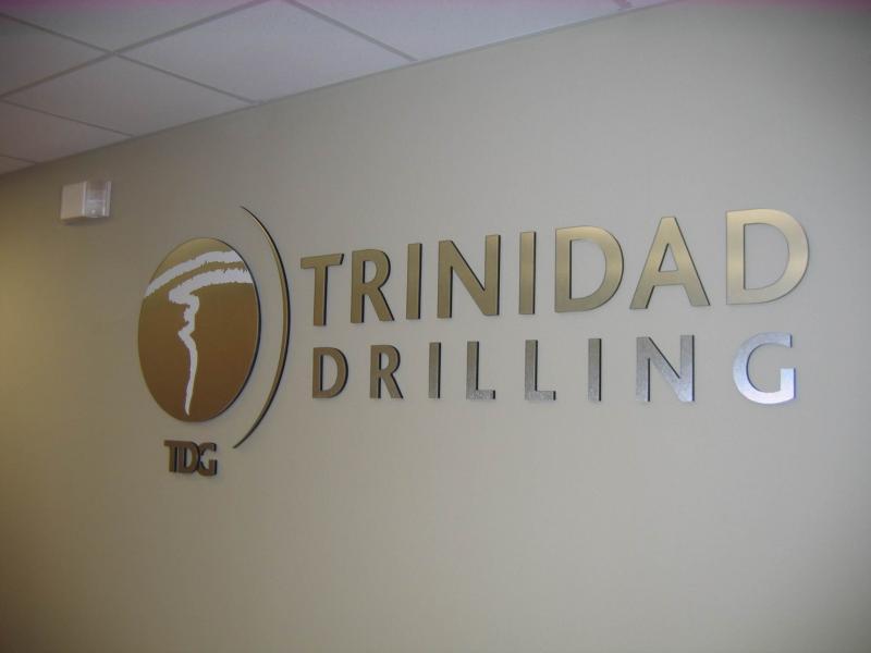 trinidad interior sign 15770220 std - طراحی و تولید تابلو های ترافیکی پِلِکسی گلاس