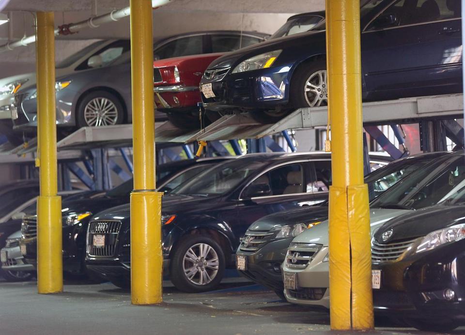 نرخ پارکینگ مجتمع های تجاری، دمار مردم را درآورده!